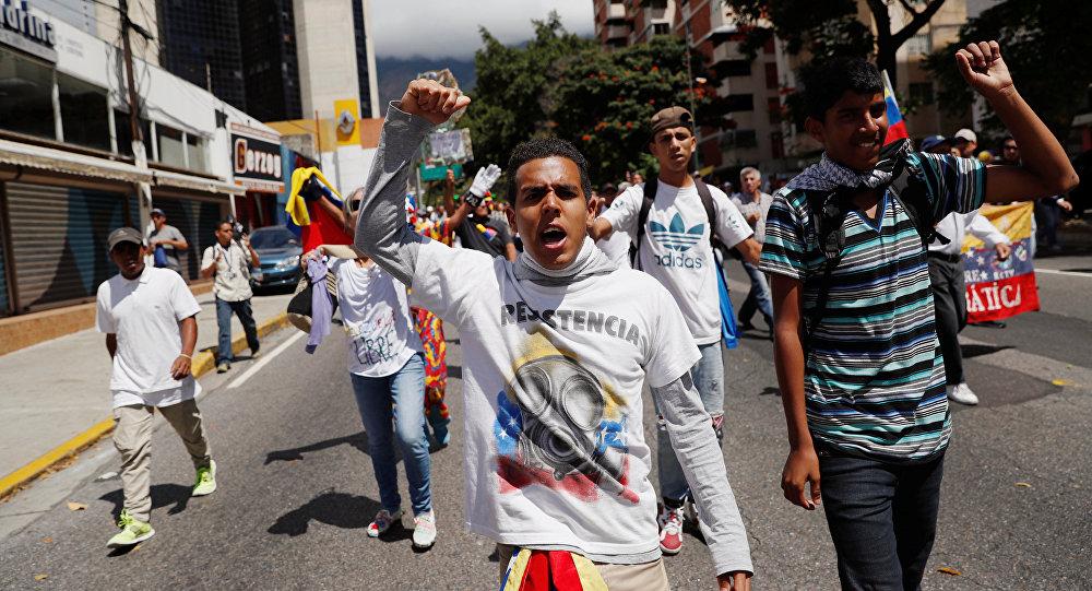 Vamos todos a las calles a defender nuestra independencia — Maduro