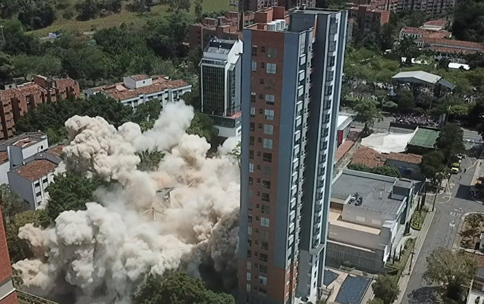 Demuelen el edificio Mónaco del narco Pablo Escobar en Colombia