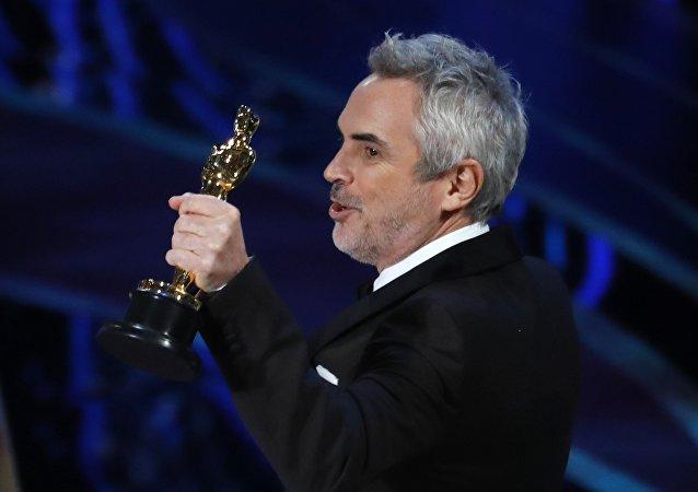 Alfonso Cuarón recibe el Oscar