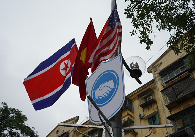 Banderas de Corea del Norte y EEUU (archivo)