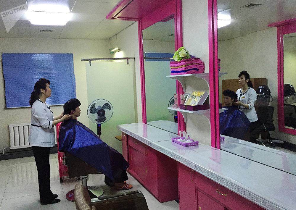 Un salón de belleza en Pyongyang