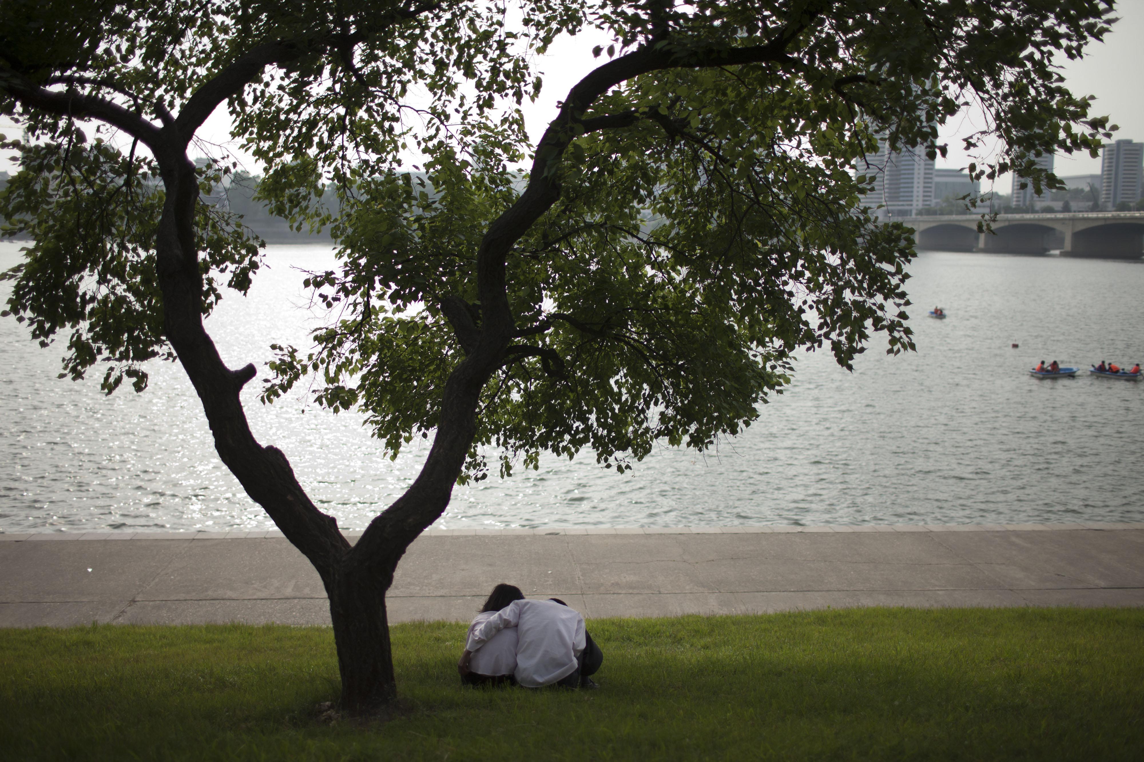 Una pareja enamorada en Pyongyang