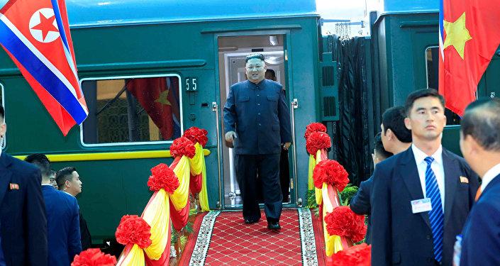 El líder de Corea del Norte, Kim Jong-un, llega a la ciudad fronteriza con China en Dong Dang, Vietnam, el 26 de febrero de 2019.
