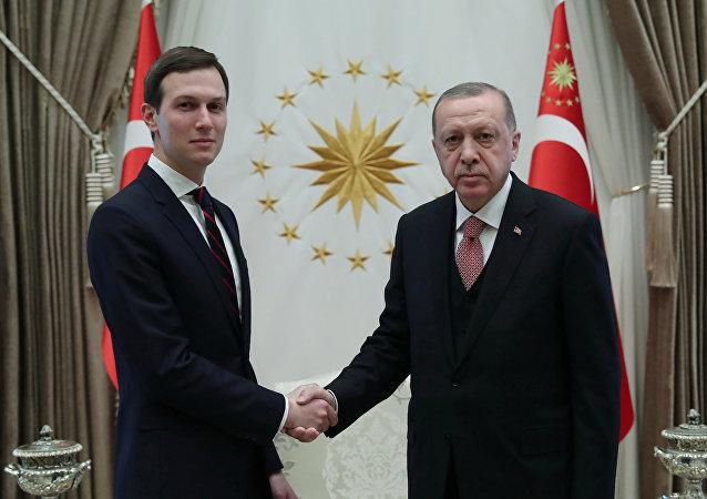 El yerno y consejero principal del presidente de EEUU, Jared Kushner y el presidente de Turquía, Recep Tayyip Erdogan