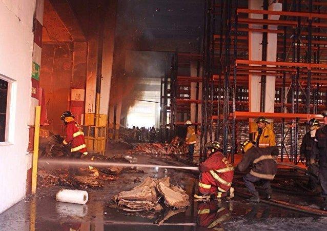 Incendio en un depósito de alimentos en Vargas, Venezuela
