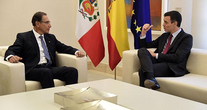 El presidente de la República de Perú, Martín Vizcarra, y el presidente del Gobierno de España, Pedro Sánchez