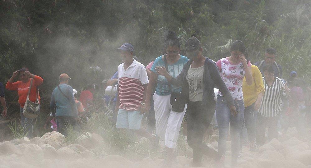Personas en la frontera colombiana (archivo)