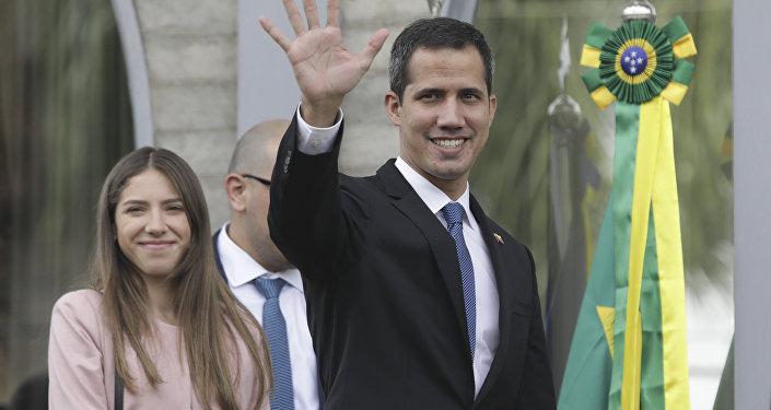 El opositor venezonalo Juan Guaidó y su esposa Fabiana Rosales visitan Brasil