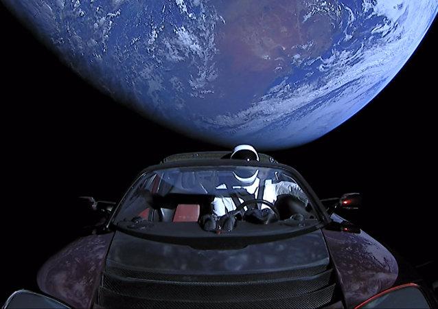 El Tesla Roadster que la empresa estadounidense envió al espacio en 2018