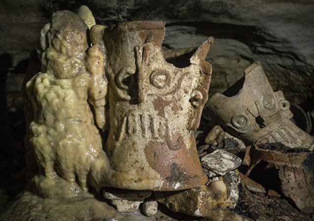 Artefactos de los mayas en la cueva Balamkú