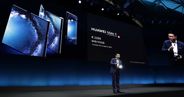 El director general de Huawei Richard Yu presenta nuevo smartphone  Huawei Mate X durante el Mobile World Congress (MWC)