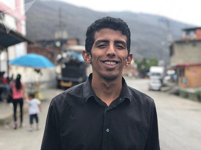 La Revolución Bolivariana me salvó de la calle, de la droga, del barrio, de la delincuencia. Muchos que empezaron como yo ya no están, dice Kenny, caraqueño de 23 años.