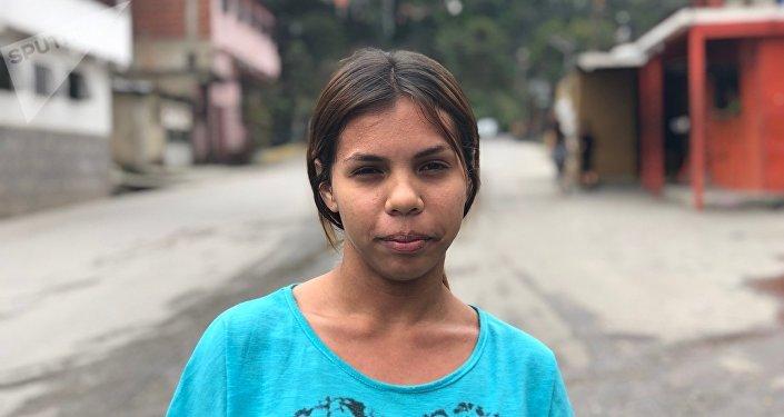 María Eugenia, caraqueña de 17 años, estudiante, posa para la foto en El Carmen