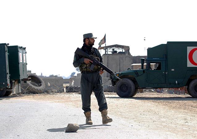 Policía en el lugar del ataque en Jalalabad, Afganistán