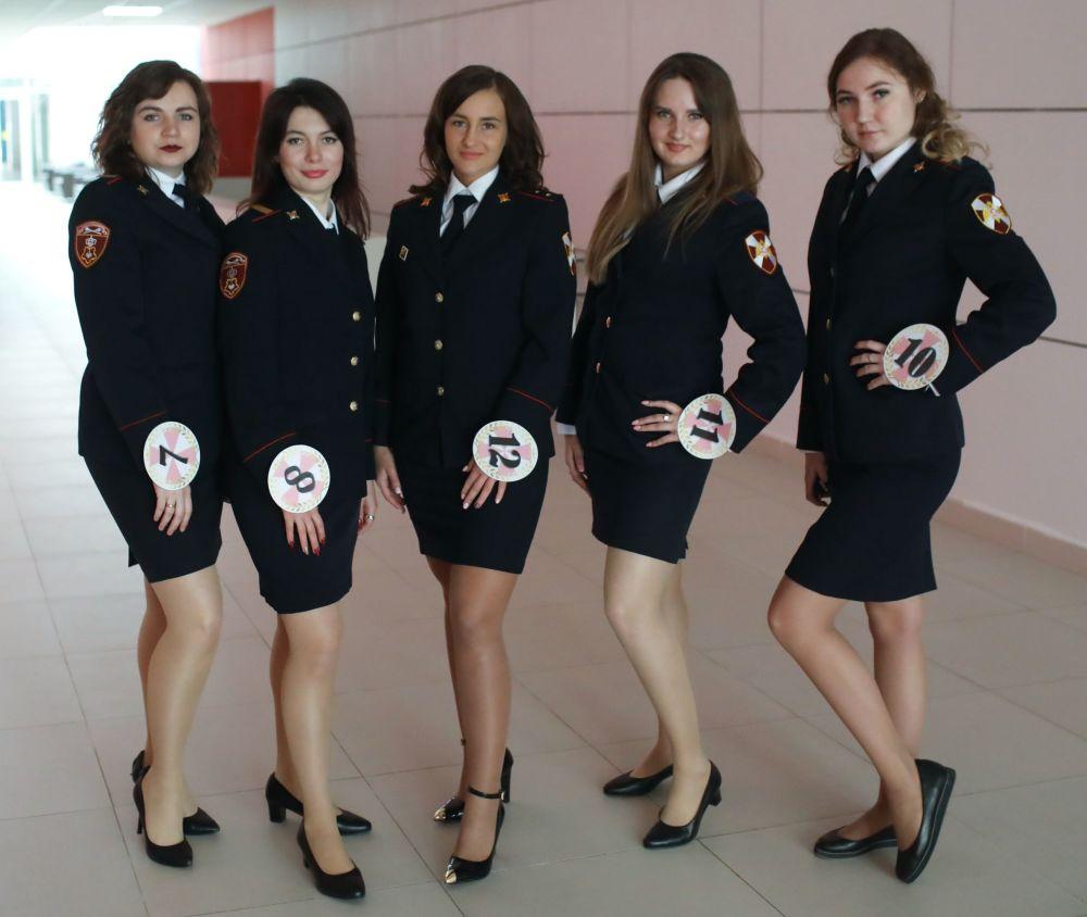 aBelleza de armas tomar durante el certamen de Miss Guardia Nacional de Moscú