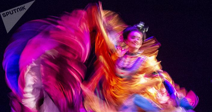 Bailarina del Ballet Folklórico de México de Amalia Hernández durante una presentación en el Palacio de Bellas Artes.