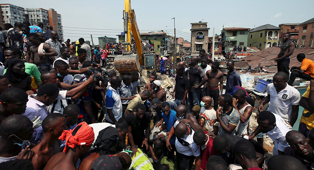 Lugar del derrumbe de la escuela en Nigeria