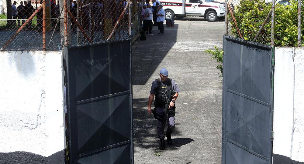 Policía cerca de la escuela en Suzano tras el tiroteo (archivo)