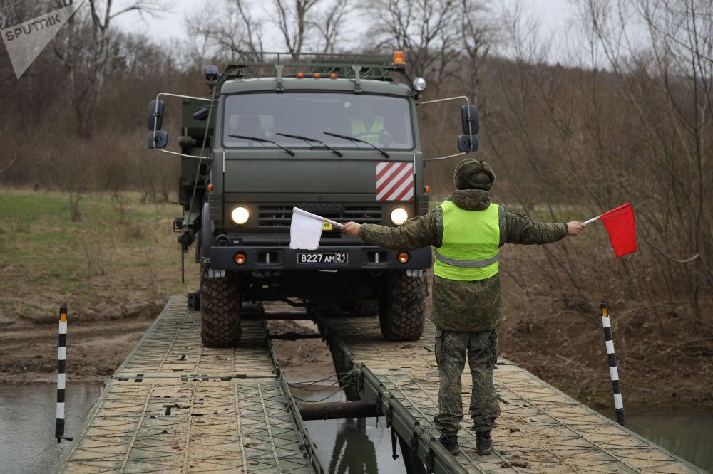 Entre barro y obstáculos: cómo los ingenieros rusos le dan bienvenida a la primavera