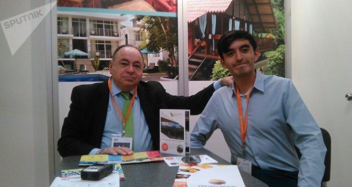 Julio César Prado Espinosa (izq.) y David Torres (dch.)