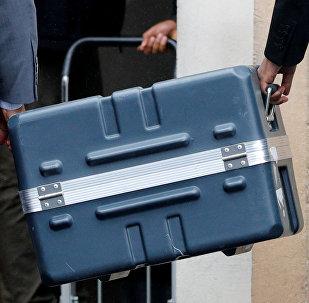 Un contenedor con cajas negro del Boeing 737 Max 8 siniestrado en Etiopía