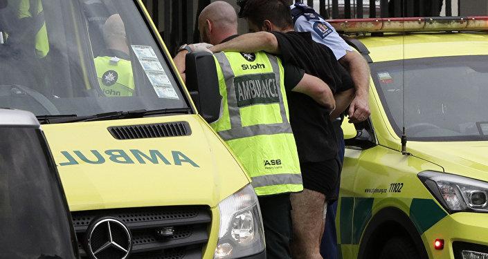 Policía y ambulancia en el lugar del tiroteo en una mezquita de Nueva Zelanda