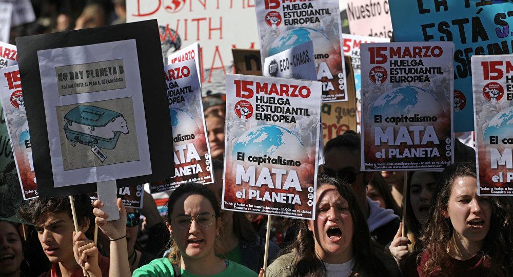 Los jóvenes españoles en la huelga contra el cambio climático en Madrid