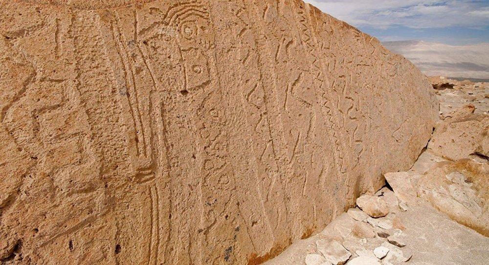 Las ruinas de petroglifos en Toro Muerto