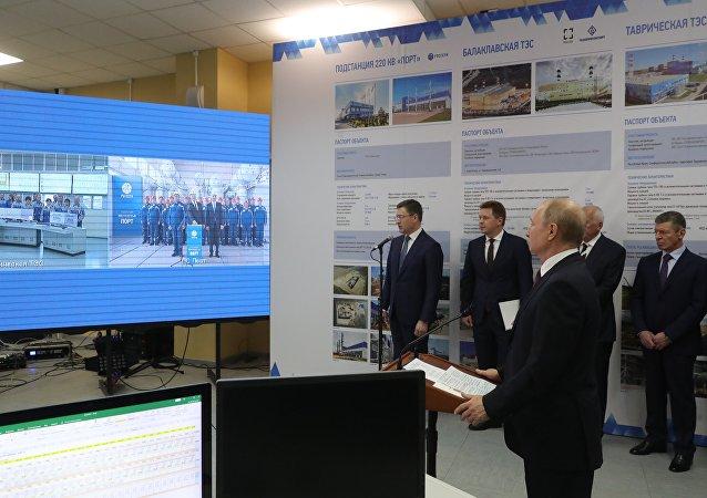Vladímir Putin, presidente de Rusia inaugura las centrales térmicas crimeas de Balaklava y Táuride