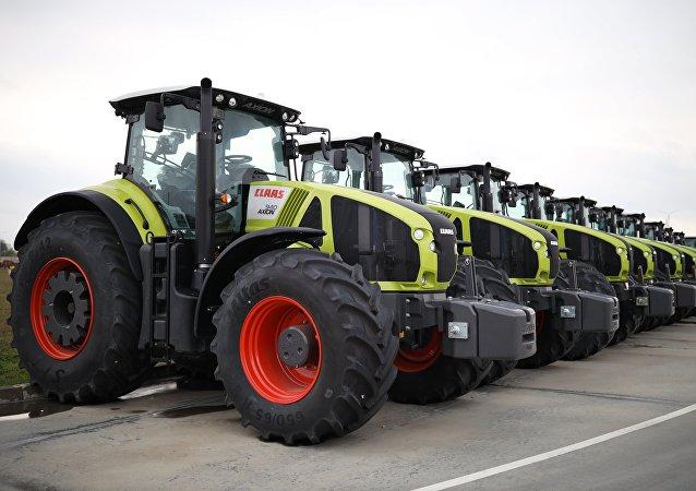 Unos tractores