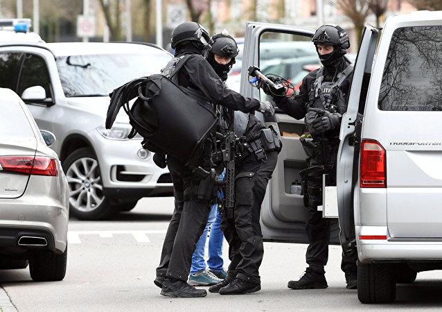 Policías en el lugar del tiroteo en la ciudad de Utrecht, Países Bajos