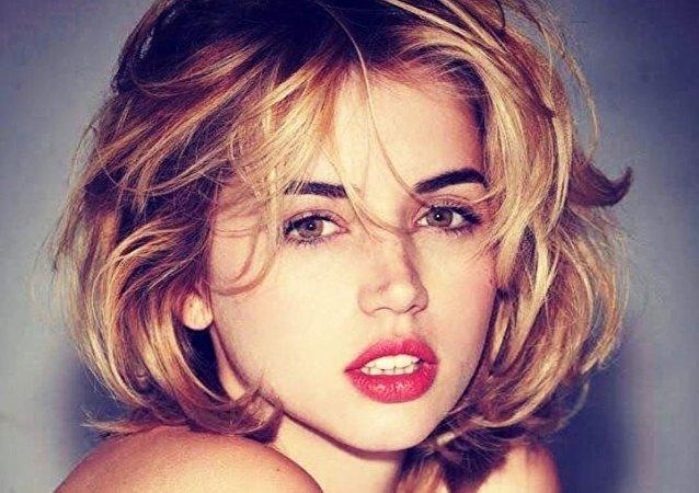 La cubana Ana de Armas, posa como Marilyn Monroe
