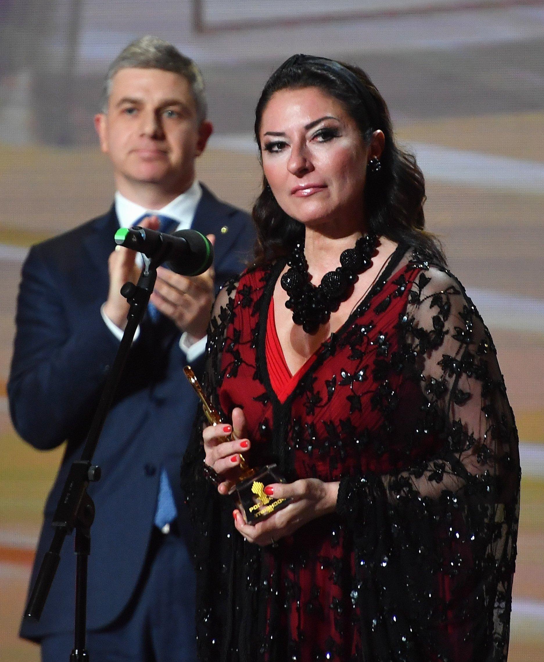 La cantante de ópera Montserrat Martí, hija de Montserrat Caballé, recibe su premio