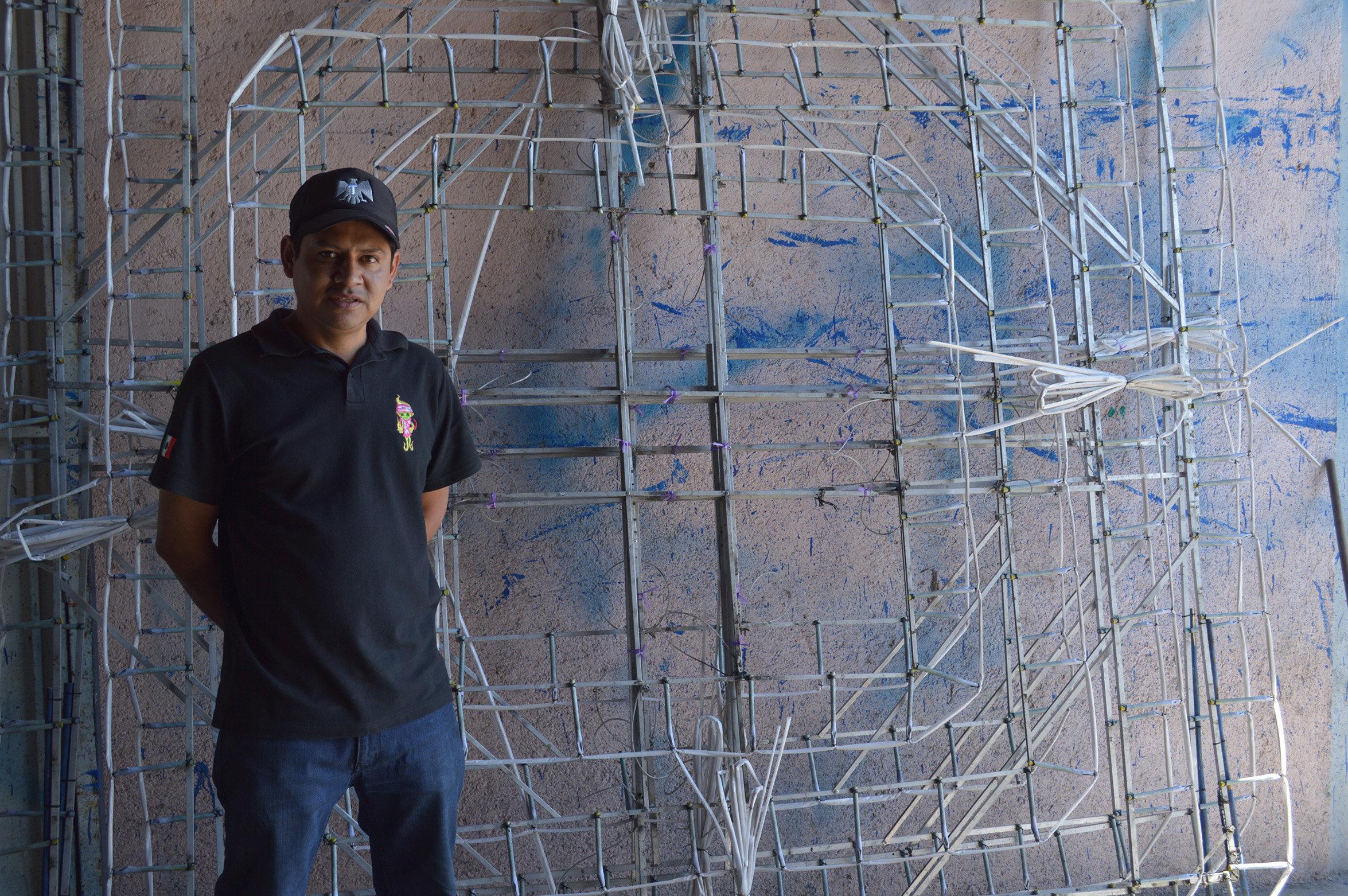 Emmanuel Reyes, un artesano pirotécnico de Tultepec, México