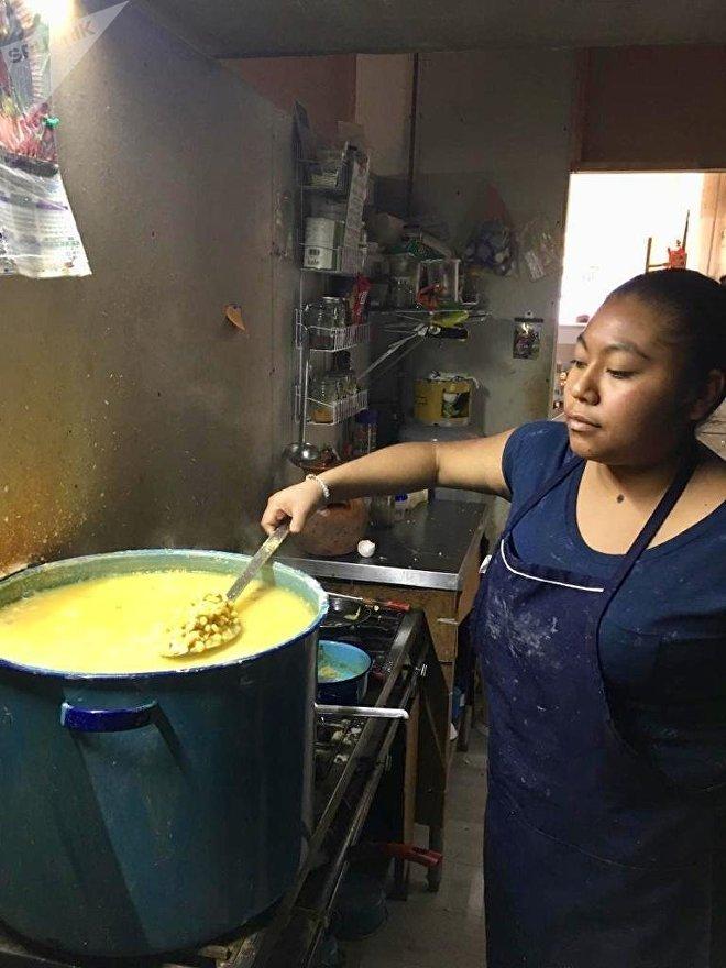 Así se preparan alimentos en la cocina de la tortillería orgánica Cintli