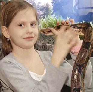 La rusa que cree que las serpientes curan el asma