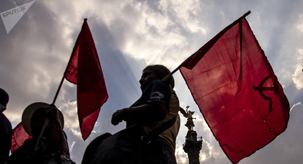 Ciudad de México. Mujeres del Partido Comunista Mexicano en la marcha en apoyo a las huelgas en Matamoros.
