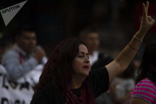 Ciudad de México. Susana Prieto, asesora jurídica del Movimiento 20/32 en la marcha en apoyo a las huelgas en Matamoros.
