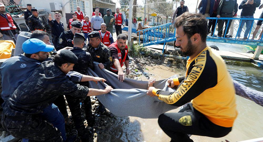 Rescate tras del hundimiento de un ferry en Mosul, Irak