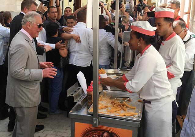 El príncipe Carlos de Gales y los churros habaneros