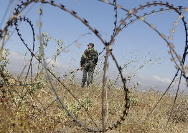 Un militar sirio en los Altos del Golán