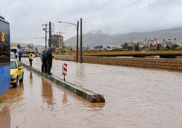 Consecuencias de inundaciones en la ciudad de Shiraz, Irán