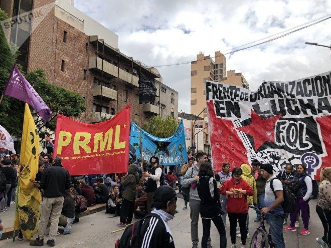 Manifestación contra la presencia del rey de España y del presidente Mauricio Macri en Córdoba, Argentina