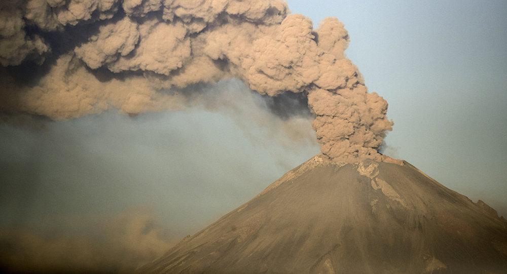 La erupción del volcán mexicano Popocatépetl