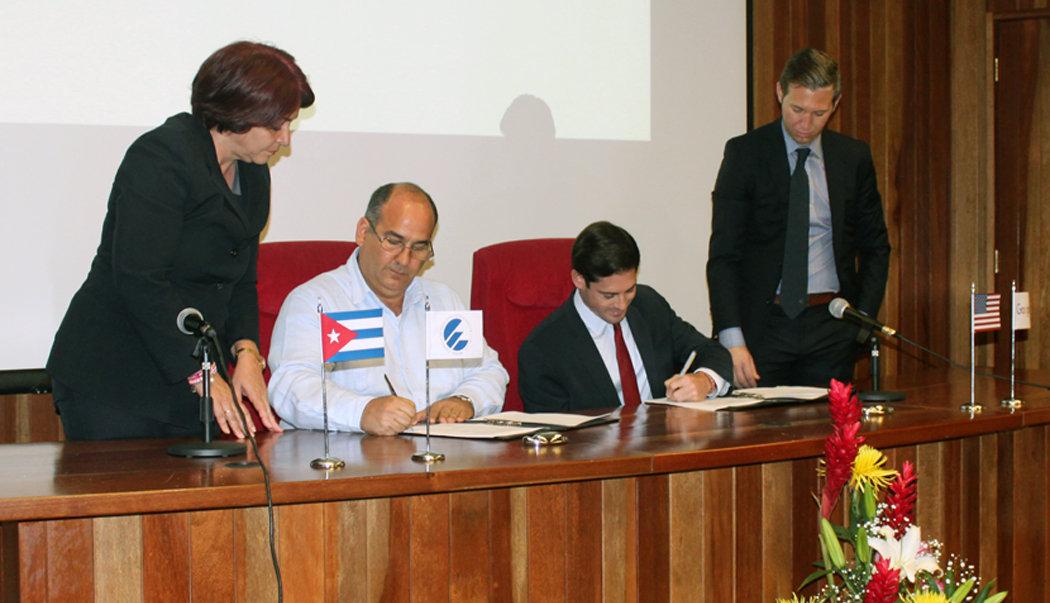 Firma del acuerdo entre la Empresa de Telecomunicaciones de Cuba (Etecsa) y la compañía estadounidense Google