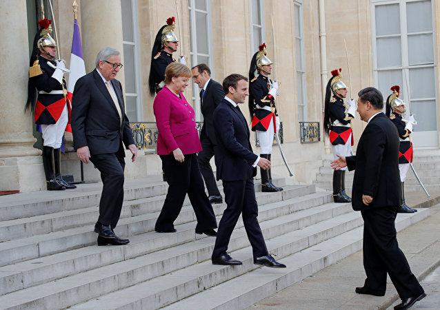 Jean-Claude Juncker, Angela Merkel y Emmanuel Macron reciben a Xi Jinping