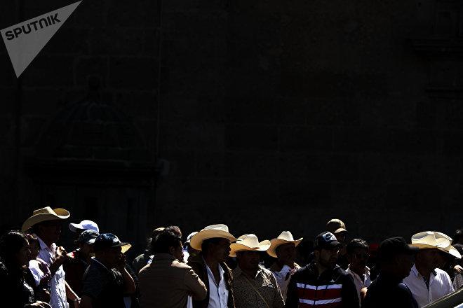 Ciudad de México: Manifestantes frente a las oficinas presidenciales