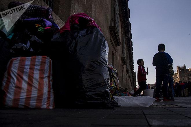 Ciudad de México: Familias de las comunidades desplazadas de guerrero se preparan para regresar al auditorio municipal de Chichihualco, tras un plantón de 38 días