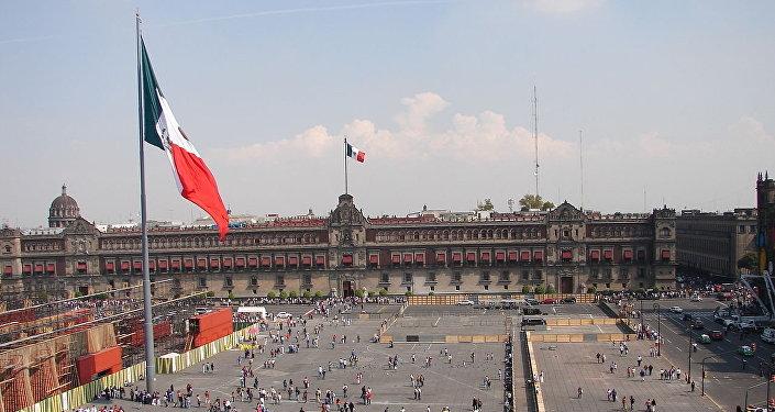 El Zócalo de Ciudad de México, oficialmente Plaza de la Constitución