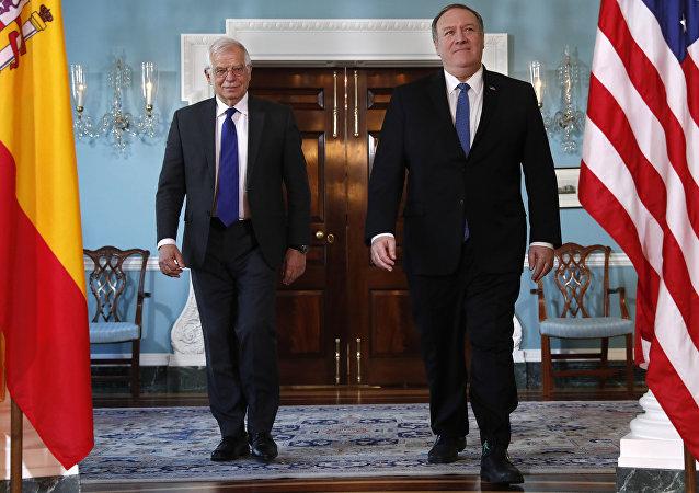 El canciller español, Josep Borrell, y el secretario de Estado de EEUU, Mike Pompeo